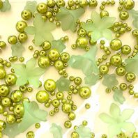 200 Assorted Green Acrylic Flower Beads & Pearls Jewellery Making